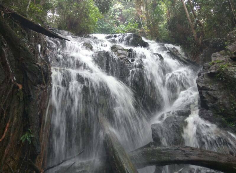 Lingga Rajanya Air Terjun Di Kepri Kecamatan Lingga Jawaranya Di Kabupaten Lingga Angkaberita Id